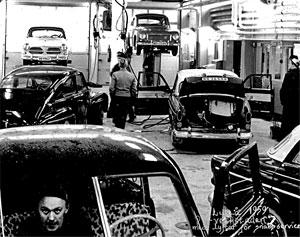Luleå 1959. PV-verkstaden med lyftar för snabbservice.